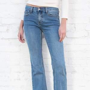 Jättefina jeans från brandy som tyvärr var för stora. Jag beställde dem då de inte finns i butik och tillsammans med frakten kostade de 467kr. Skriv gärna om ni vill ha mått eller egna bilder!