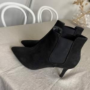 Säljer mina helt oanvända skor ifrån dinsko 💕 köpte dom för 500kr✨