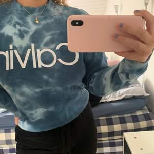 Sweatshirt från Calvin Klein, aldrig andvänd, köparen står för frakt