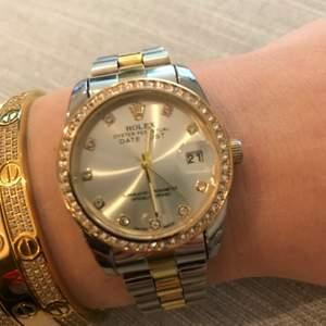 Säljer min klockan som är en Rolex replika. Den är INTE äkta samt är priset fast!