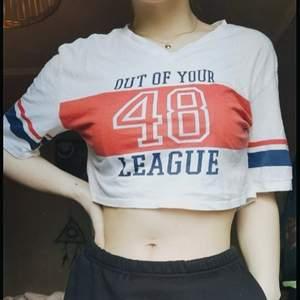 Snygg croppad t-shirt! Köparen står för frakt 🌿