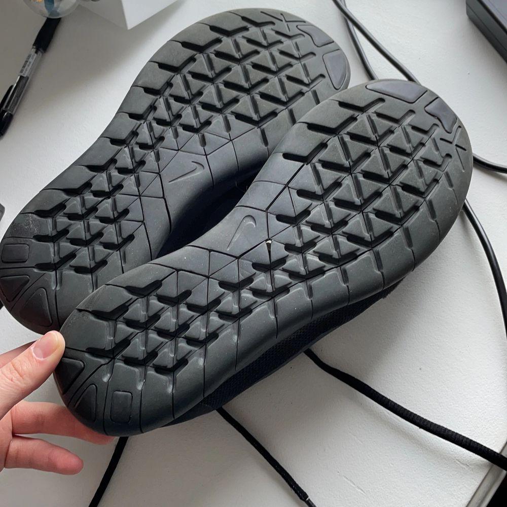 Nike free Run skor. Super fräscha då det bara är använda ett fåtal gånger. Supersköna skor. Skor.