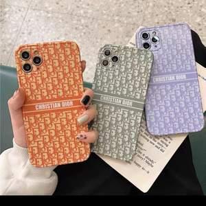 Säljer dessa helt nya skal som passar iPhone 11. Har 2 gröna, 1 orange, 1 lila. Säljes för 250kr STYCK. Frakt går oftast på 9 eller 18kr beroende på vikt (frimärken)!! Obs: Kopia‼️