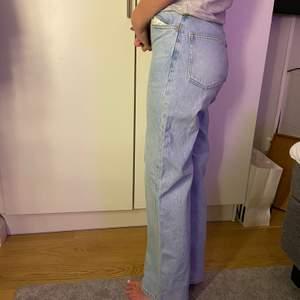 Populära slutsålda monki jeans som passar till allt!