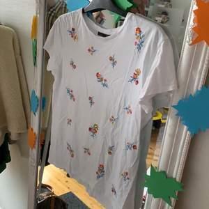 Paljett-tröja från ZARA! skrynklig, men aldrig använd! Paljetterna gör livet till en fest🥳 storlek S!