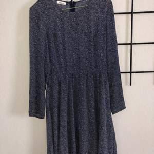 Only klänning i helt ny skick.                                          Nypris: ca 400 kr.                                                         Köparen står för frakt!
