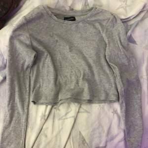 3-Pack Långärmade Tröjor Från Zalando Märke: Even&Odd Nypris: 299:- Säljer nu dessa 3-Pack långärmade tröjor för 150kr. (Bild 2 lånad från Zalando) Dom är i fint skick, Inga skador, fläckar, eller hål. Material: 95% bomull, 5% elastan. Tyg: Ribbat. Skötselråd: Torktumlas ej. 30•C maskintvätt, skontvätt. Kan postas eller mötas upp :) Några frågor? Mer bilder? Kontakta mig! / Amanda ❤️