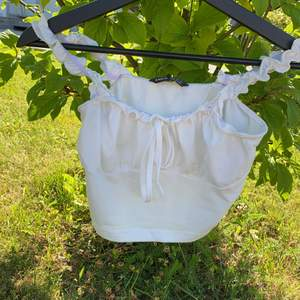 Säljer detta jättefina linne från shein då de inte kommer till användning använt ca 1-2 gånger ❤️