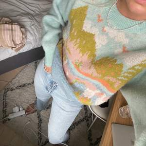 Färgglad stickad med motiv tröja från Zara. Obs högsta bud just nu är 190kr