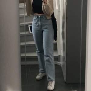 Snygga jeans från Weekday, mobell rowe i storlek W 26 L30.  köpte förra året men bra kvalitet