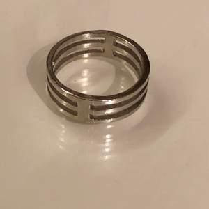 """""""Randig ring"""" köpt för ca 60kr💞 Betalning via swish"""