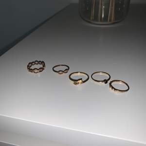 Guldiga ringar. 20kr st, köparen står för frakten 😊
