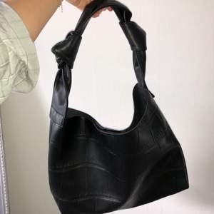 Super snygg väska, aldrig använd så är i nytt skick.