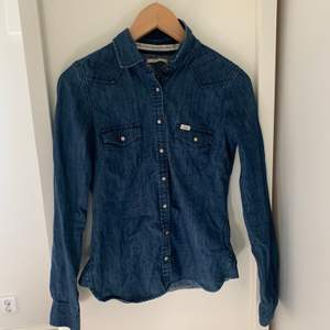 Vintage jeansskjorta från Lee i toppskick!💙💙💙