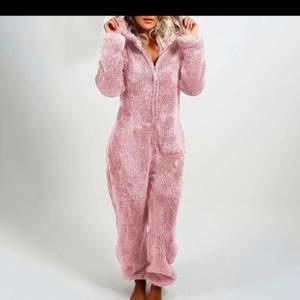 Jättefin rosa dress som har de mjukaste tyget både inne och ute, använd en gång