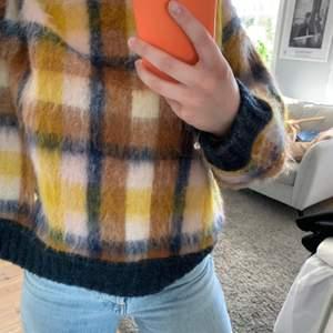 En otroligt fin stickad vår tröja från mos mosh i super kvalitet (därav priset) ☺️☁️💘