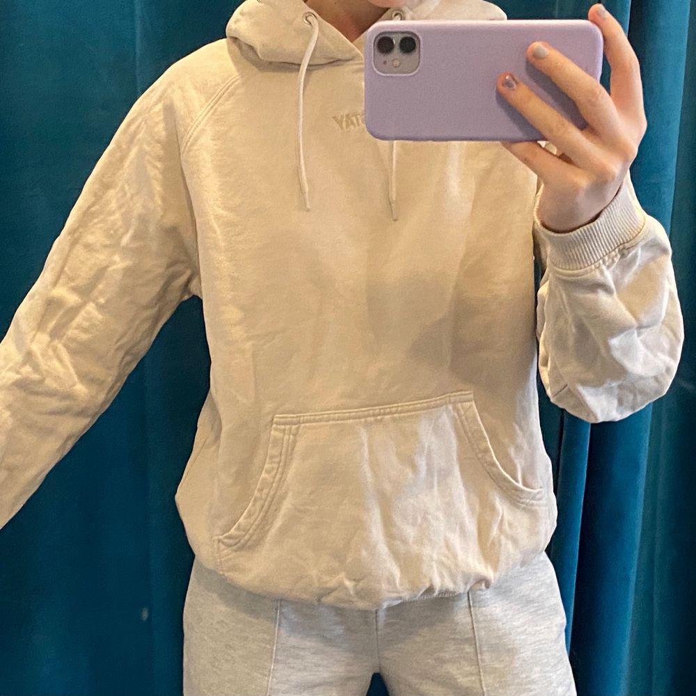 stay hoodie från carlings, som ny! köpt för 399kr säljer för 150kr! storlek S ☺️☺️. Tröjor & Koftor.