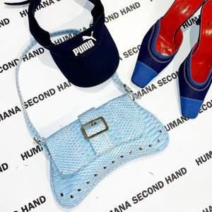 ❌BILDER FR HUMANAS IG❌ Säljer denna jättefina handväska som jag köpte på Humana i Stockholm City. Kommer inte till användning och är i exakt samma skick som när jag köpte den. Kan skicka egna bilder vid önskan!