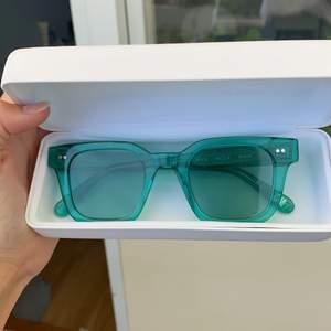 Chimi glasögon i modellen 004 och färgen AQUA!! Sparsamt använda! Kan även byta mot andra färger i modellen 004