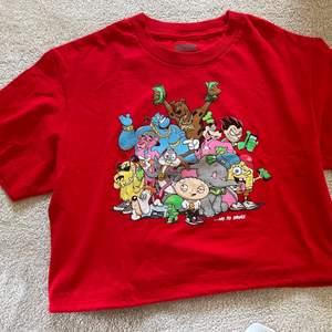"""Röd t-shirt med tryck """"No to drugs"""" och är i super bra skick!"""