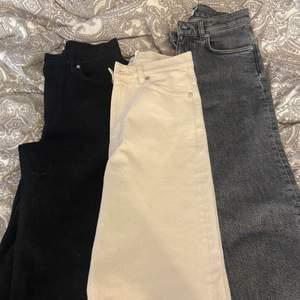 Säljer 3 par jätte fina nya oanvända jeans från & otherstorys! ett par svarta, beiga och ett par mörkgrå!! alla par är storlek 28 vilket motsvarar 36. Nypris på dom är 690kr st och säljer de för 200kr st eller alla för 400kr💕💕(frakt tillkommer)
