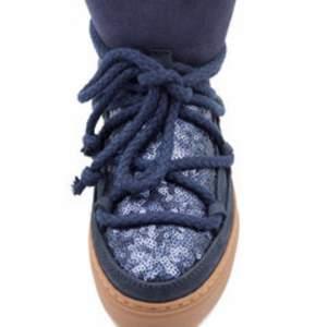 Säljer mina blåglittriga inuikii, fint skick, skriv privat för fler bilder:) Kan tänka mig att byta mot andra inuikii skor.Intressekoll
