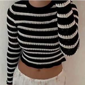 Säljer denna snygga tröja från zara, endast testad så i nyskick. Slutsåld på hemsidan 💘 storlek M.