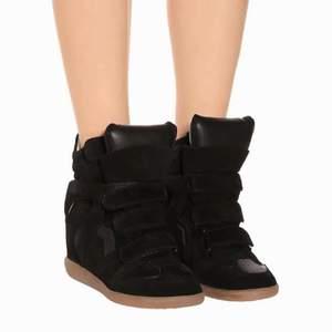 Säljer mina marant skor i strl 41 (mer som 40) i superbra skick, som nya. Har kvar kartong och dustbag, köpta på MyTheresa. Sparsamt använda, skriv privat för fler bilder! Nypris runt 5000kr🖤