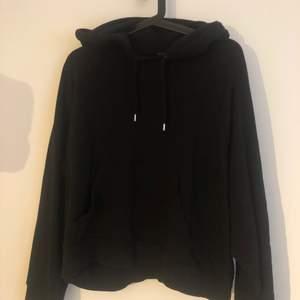 Säljer min svarta hoodie ifrån monki