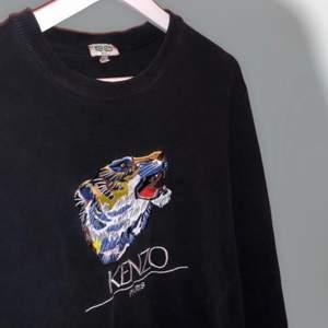 Äkta kenzo tröja inköpt på NK i Stockholm. Använt fåtal gånger, mycket fint skick. Inga fel alls! Unisex modell.