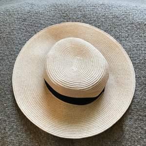 En fin hatt från HM att ha på sommaren eller när man vill haha :)