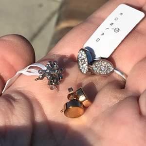 """Säljer alla örhängen ihop för en klumpsumma!!!!. Vill man ha enstaka par så blir det dyrare. 2 av paren är helt """"nya""""(silverfärgade), paret som e roseguld är endast prövade. Nypris/butiks pris är mellan 199-399kr st."""