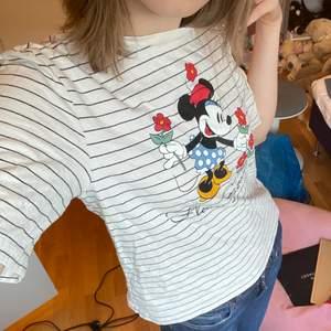 Randig t-shirt från H&M med Mimmi pigg på, storlek xs-s