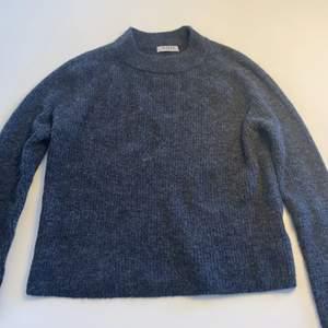 Mörkgrå stickad tröja från pieces/veromoda.