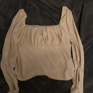 Säljer nu min jätte söta tröja från bubbleroom. Den är mer rosa än vad som syns på bilderna. Storlek M. Köparen står för frakt💞💞🤍