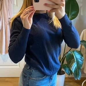 Superfin marinblå J Lindeberg tröja/sweatshirt i storlek S🥰🥰 orginalpris 1000kr - om flera intresserade blir det budgivning
