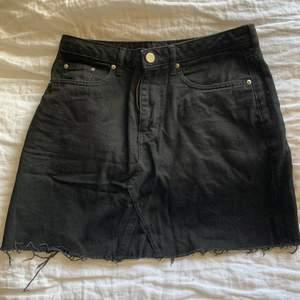 söt jeanskjol från h&m, använd ett fåtal gånger