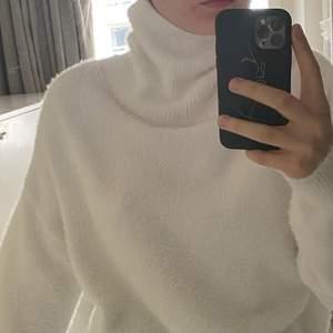 Mysig stickad vit polo från H&M, mysig och superskönt