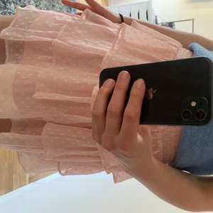 As fin rosa kjol. Jag är 164 cm!! Äslker endas vid bra bud så skriv vad du skulle kunna ge.