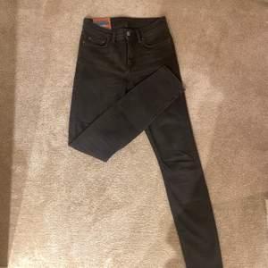 Ett par svarta skinny-jeans från acne. Köpta i Stockholm. Använda ett par gånger men är nu för små!