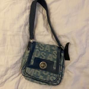Väska från Marc Jacobs med prislapp kvar.