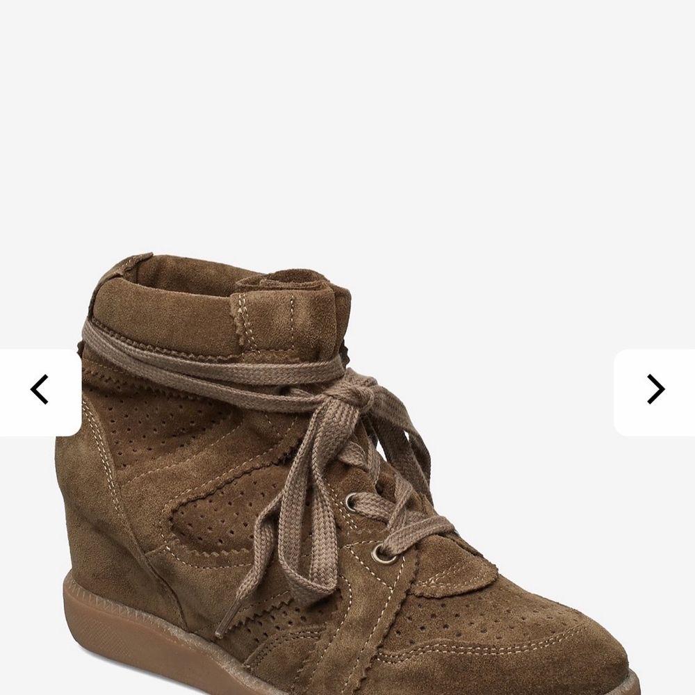 Säljer nu mina fina skor då dom ej kommer till användning, det är storlek 36 på dom. Kan såklart skicka egna bilder på dom privat, nypris på dom är 1199 och dom är använda ett fåtal gånger. Pris går att diskutera, frakt tillkommer även ✨🦋. Skor.