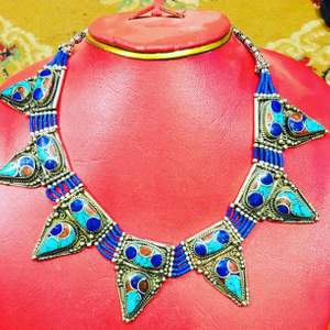 Aghan handmade necklace, beautiful vintage necklace.. free delivery, payment through PayPal .. kindly text me for more info..