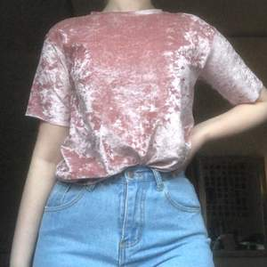 En jättemysig pastellerna t-shirt gjort i silke! Kommer tyvärr ej till användning längre, frakt 63 💖