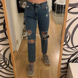 Mom Jeans från pull&bear strl 34