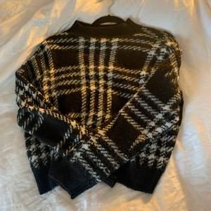Säljer min superfina stickade tröja då den inte kommer till använding✨✨Den är i fint skick✨✨hör av dig om du undrar något💕💕