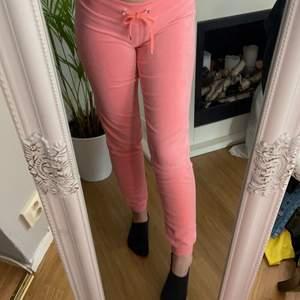 """""""Peach"""" färgade mjukis byxor från Cubus. Kommer aldrig till användning så varför inte sälja dom. 90kr ink frakt"""