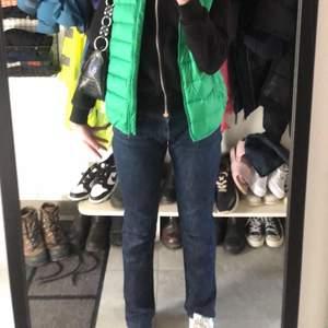 Lågmidjade Victoria Beckham jeans! Säljer då de är lite stora på mig i midjan! Riktigt fräscha me stjärnor på rumpan✨✨