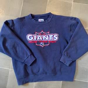 """Snygg """"new york"""" Giants sweatshirt i väldigt bra skick. Budgivning i kommentarerna *avslutad den 8 maj 23:00*😊 eller köp direkt för 500 inkl frakt"""