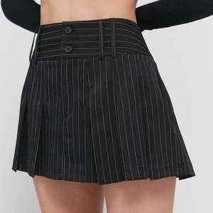 världens sötaste kjol jag köpt här på plick i nyskick, den är från urban outfitters och jag älskar verkligen den, men kommer ej till användning <\3 jättebra skick! skriv om du har frågor eller om du vill köpa direkt ❤️)💞 första bilden är lånad!